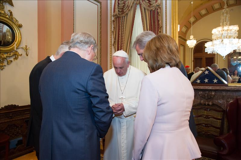 Pope Francis prays with Congressional leaders before his address